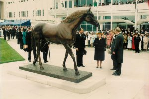 generous-unveiled-by-hrh-the-queen-epsom-racecourse
